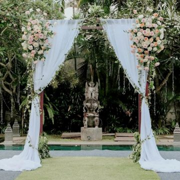 simple-arch-on-the-pool-wedding-in-bali